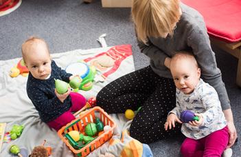 Hogyan ismerik meg a babák a társas világot?
